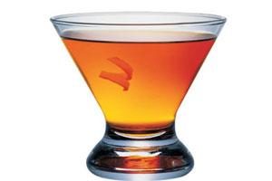 Основные ингредиенты коктейля это бурбон, абсент и коньяк.