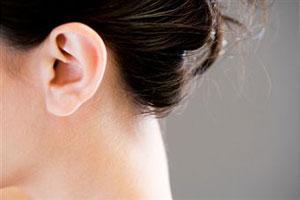 женское ухо