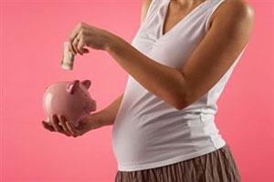 Беременные женщины, вставшие на учет на ранних сроках, будут получать денежную выплату.
