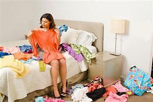 Девушка меряет одежду фото 523-745