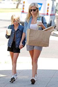Риз Уизерспун с дочерью
