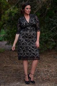 Кружевное черное платье на полную