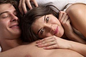 Парень потеет во время секса