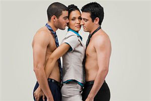 красивая девочка с двумя мальчиками