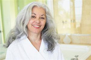 Во сколько лет появляются седые волосы у женщин