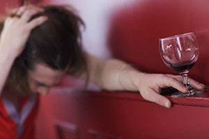 Сам алкогольный делирий «показывается» в виде всевозможных галлюцинаций