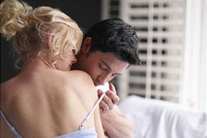 Мужчина целует девушку фото фото 390-999