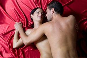Женщина испытывает оргазм