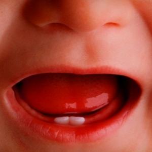 Как у ребенка должны прорезываться зубы у